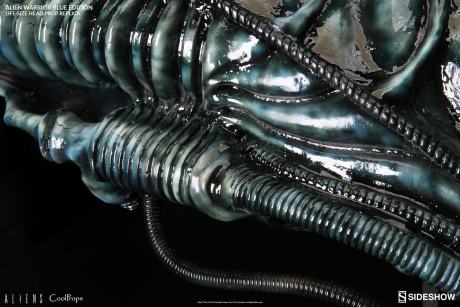 aliens-alien-warrior-blue-edition-life-size- coolprops-902728-09