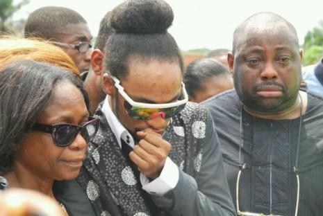 Derenle at Goldie's burial
