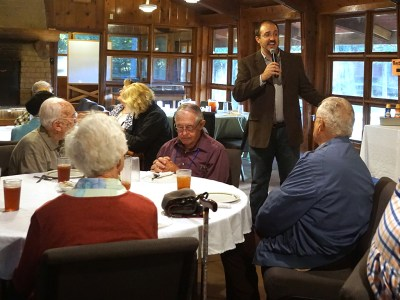 Doug Walters, Executive Director of Camp Hanover, teaches ARMSS/POAMN conferees a sung blessing. (Photo by Emily Enders Odom)