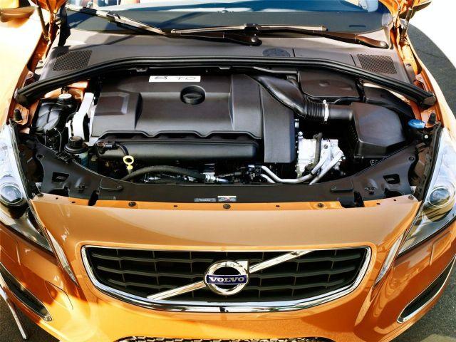 2011-Volvo-S60-Engine-View