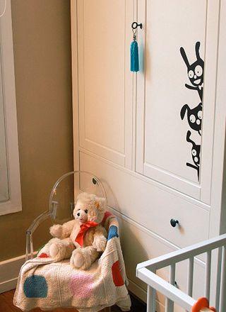 espace de rangement dans la chambre d 39 un enfant. Black Bedroom Furniture Sets. Home Design Ideas