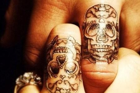 small skull tattoo designs on fingers