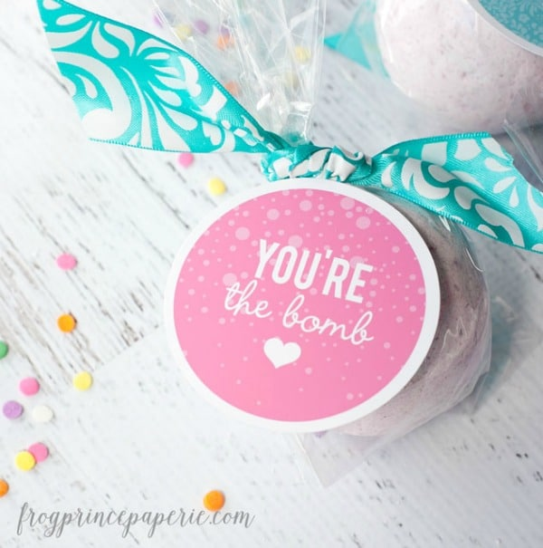 Fizzy Cupcake Bath Bomb Favor | Budget Birthday Favors via Pretty My Party