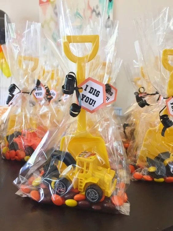 DIY Construction Favors | Budget Birthday Favors via Pretty My Party