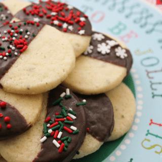 vanilla cardamom shortbread cookie