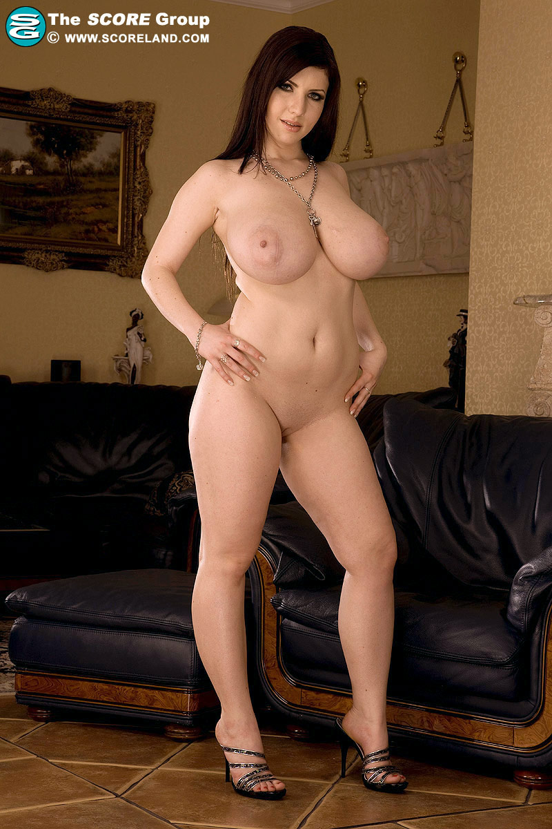 naked pretty thick girls