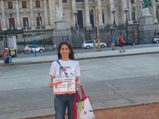 Gabriela Peirano en las puertas del Congreso Nacional, donde se realizarála concentración del miércoles que viene