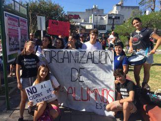 Marcha de estudiantes en Ituzaingó