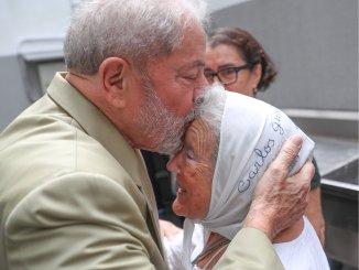 Lula Da Sivla y Nora Cortiñas, en una foto captada en el momento en que ambos se encontraron para despedir a la concejala brasileña Marielle Franco