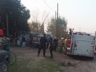 El incendio fue controlado rápidamente por los bomberos pero las llamas ocasionaron serias lesiones en Paola Medina, la mujer policía