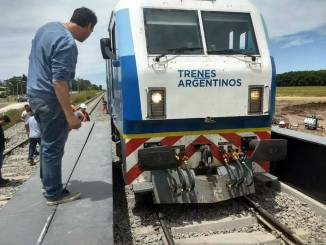 El patético error ocurrió en el puente ferroviario del bypass de la Ruta 5 en Luján.