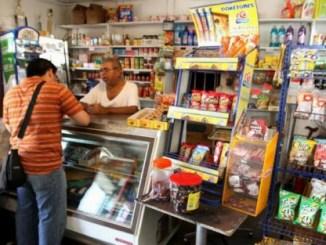 La medida busca acompañar el difícil momento económico que golpea duro al comercio minorista.