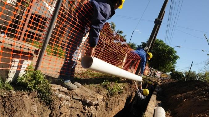 La empresa proveedora trabaja para dar cobertura total de los servicios de agua potable y cloacas.