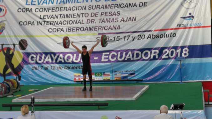 Con apenas 61 kilos de peso corporal Santiago levantó 100 kilos en el ejercicio de Arranque