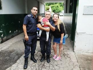Policías que salvaron al bebé