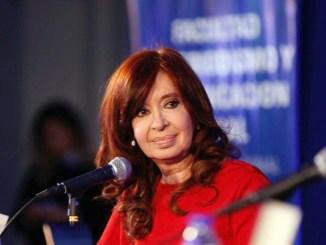 Ante una multitud, la expresidenta volvió a hablar en público luego del resultado de las primarias