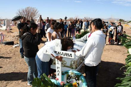 Juárez. Destruyen armas extranjeras incautadas a narcos. Foto: Ricardo Ruíz