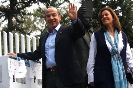 Felipe Calderón y Margarita Zavala durante la emisión de su voto. Foto: Hugo Cruz