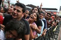 Jóvenes en el Vive Latino. Foto: Alejandro Saldívar