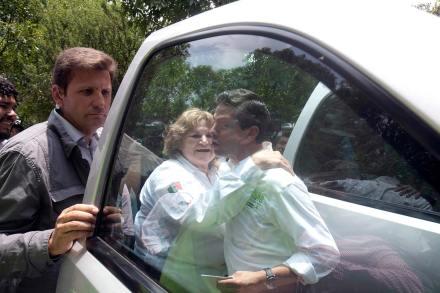 El capitán de Caballería del Ejército, Gustavo Cuevas Gutiérrez y el aspirante presidencial priista, Enrique Peña Nieto. Foto: Germán Canseco
