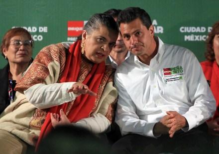 Peña Nieto y Beatriz Paredes hoy, durante su encuentro con sindicatos. Foto: Germán Canseco