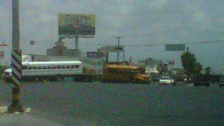 El bloqueo en Blvd Maestro e Hidalgo, en Tamaulipas. Foto: Tomada de Twitter