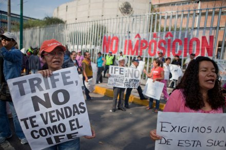 #YoSoy132 entrega irregularidades electorales al TEPJF. Foto: Eduardo Miranda