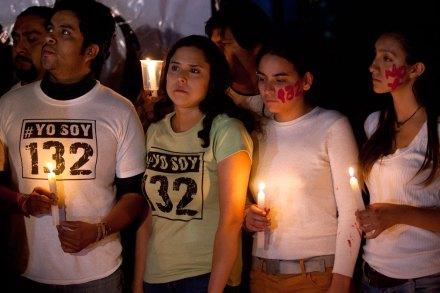 #YoSoy132 protesta en la embajada de EU. Foto: Eduardo Miranda