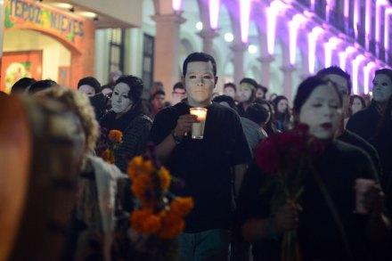 Marchan en silencio por desaparecidos y muertos en Veracruz. Foto: Rubén Espinosa
