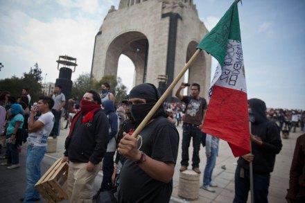 Anarquistas en la ciudad de México. Foto: Alejandro Saldívar