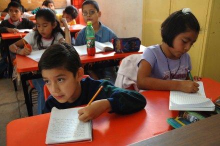 """Alumnos de la escuela primaria """"Enrique Rebsamen"""", en Oaxaca. Foto: Miguel Dimayuga"""