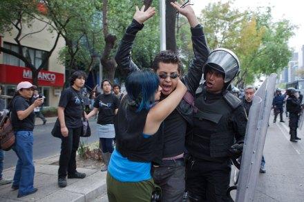 Una de las detenciones arbitrarias el 1 de diciembre. Foto: Octavio Gómez