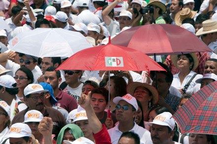 Agremiados del SNTE durante un acto de campaña de Peña en Veracruz. Foto: Germán Canseco