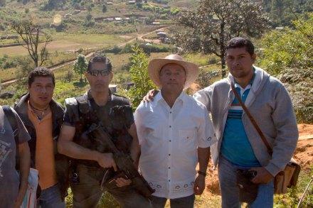 Fresnos de Puerto Rico. José Luis Villalva, un agente federal, Leopoldo soberanis y Javier Villalba. Recorrido. Foto: Especial