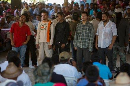 El juicio popular a los presuntos secuestradores en Ayutla, Guerrero. Foto: Xinhua / Camilo Mónaco