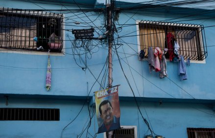 Venezuela espera diagnóstico médico de Chávez. Foto: AP / Ariana Cubillos