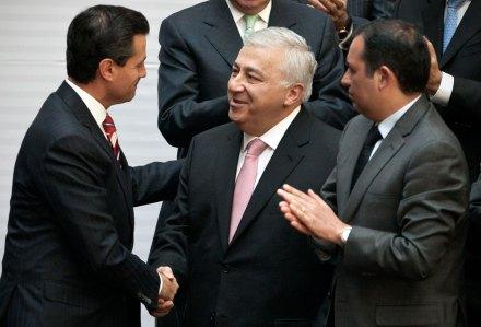 Peña, Chuayffet y Cordero durante la firma de la reforma educativa. Foto: Xinhua / Rodrigo Oropeza