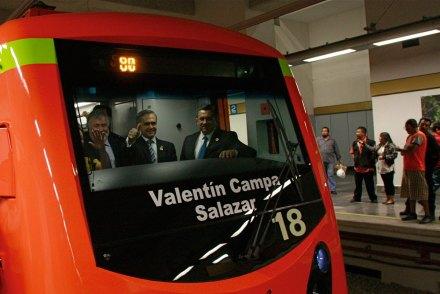 Mancera bautiza como Valentín Campa a tren del Metro. Foto: Hugo Cruz