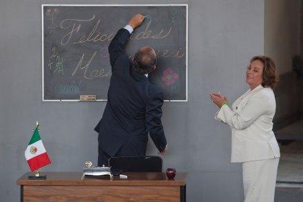 Calderón y Gordillo durante la celebración del Día del Maestro en 2011. Foto: Miguel Dimayuga