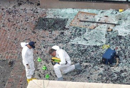 Analizan materiales que fueron utilizados en el atentado. Foto: AP