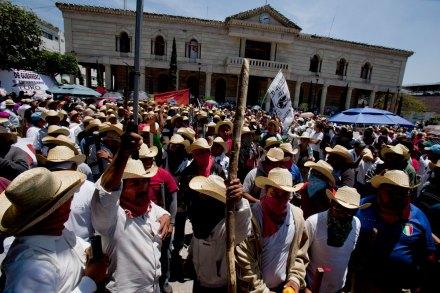 Maestros de Guerrero arman frente contra reformas del gobierno de Peña. Foto: Miguel Dimayuga