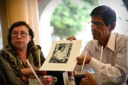 Los padres de Miguel Ángel Mateos Escamilla, sentenciado a 65 años de prisión por el presunto asesinato de Karina Reyes Luna. Foto: Rubén Espinosa