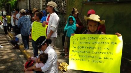 Desplazados de Tierra Caliente protestan en Caleta por falta de apoyo del gobierno estatal. Foto: Ezequiel Flores.