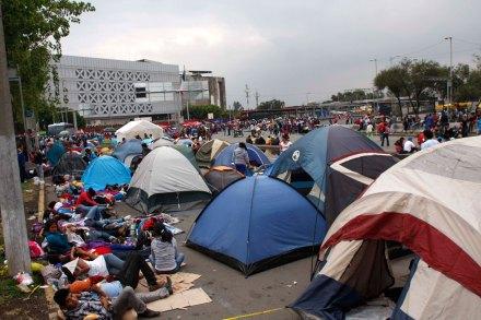 ...E instalan campamento. Foto: Hugo Cruz