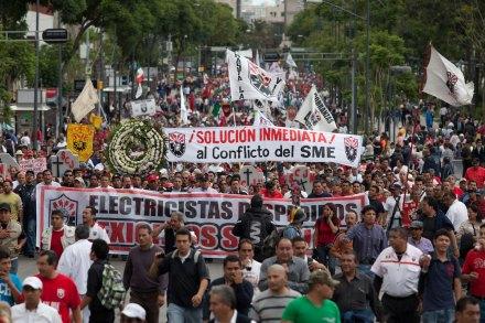 Maestros y electricistas marchan contra reformas estructurales. Foto: Eduardo Miranda