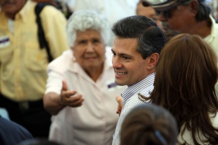 Peña Nieto durante el Día del Abuelo en Monterrey. Foto: Víctor Hugo Valdivia