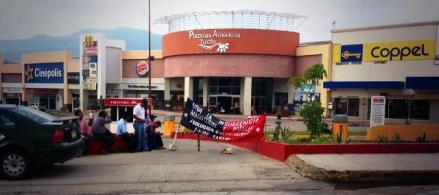 Plantón en Plaza las Américas. Foto @Esquirlas