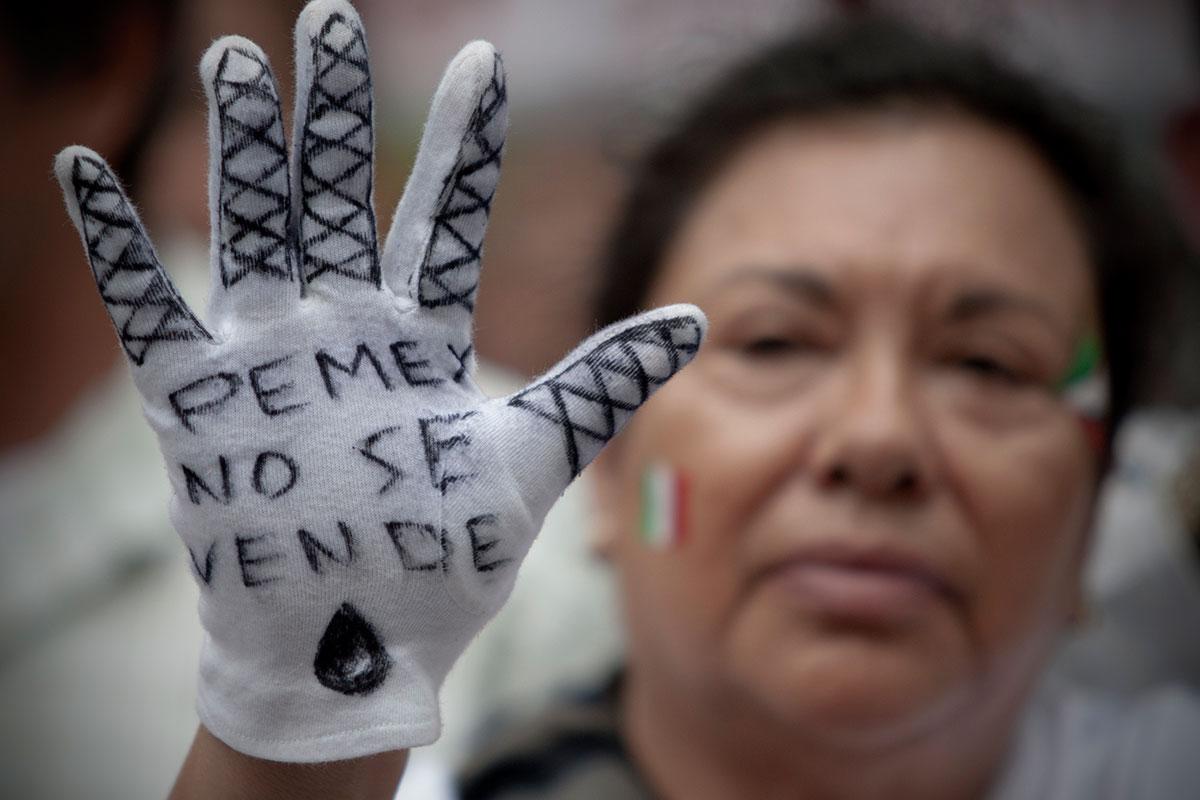 Miles marchan en contra de la privatización de Pemex. Foto: Xinhua / Alejandro Ayala
