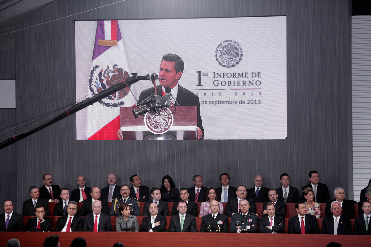 El gabinete durante el I Informe de Peña Nieto. Foto: Germán Canseco