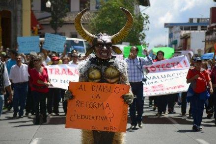 La protesta de los maestros contra la reforma educativa en Veracruz. Foto: Rubén Espinosa